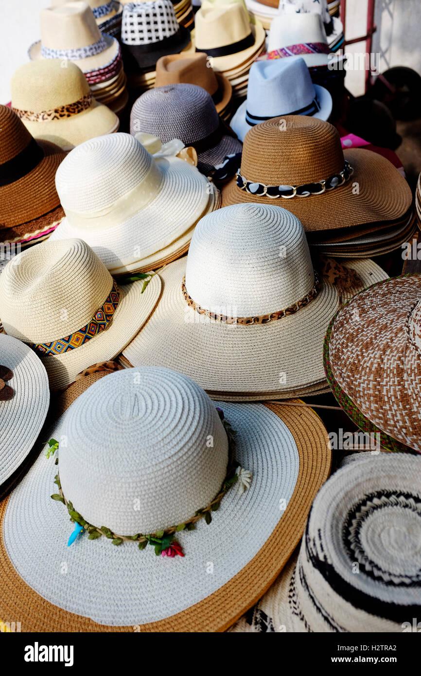 Dettaglio di pile e le righe di Panama cappelli per la vendita Foto ... cf9bba875a74