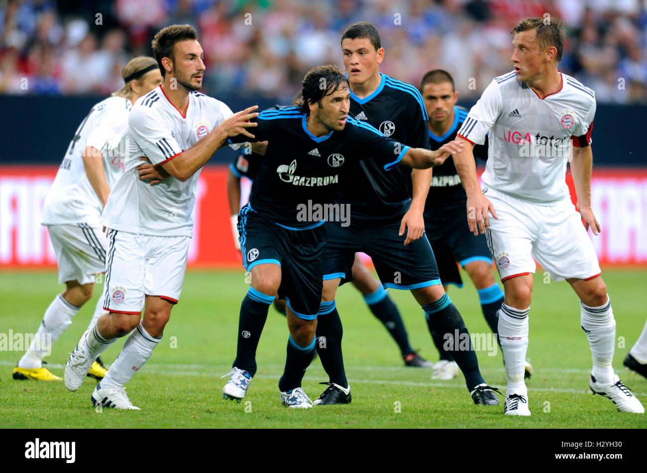 I giocatori di calcio Diego Contento, Raul, Kyriakos Papadopoulos e Ivica OLIC, a sinistra e a destra, Liga totale Immagini Stock