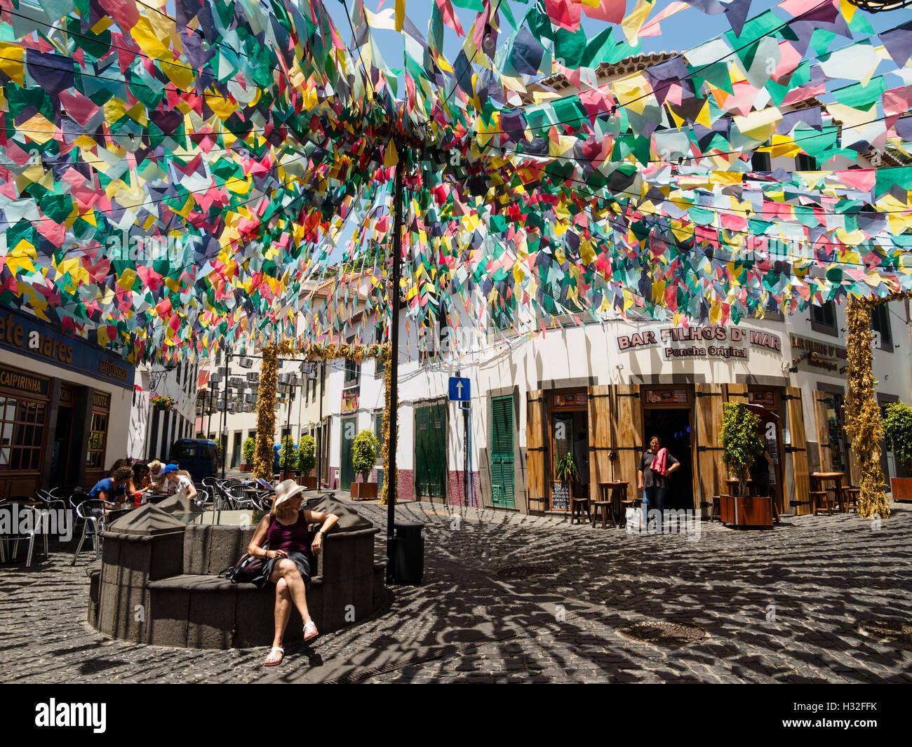 Il decorato Largo do poco square a Camara de Lobos sull'isola portoghese di Madeira Immagini Stock