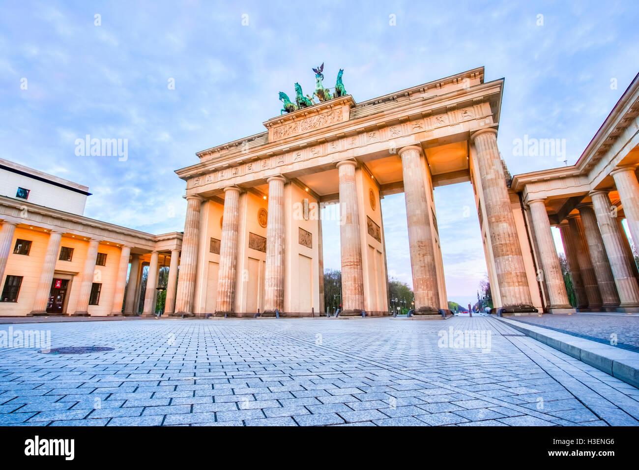Sunrise presso la Porta di Brandeburgo a Berlino, Germania. Immagini Stock