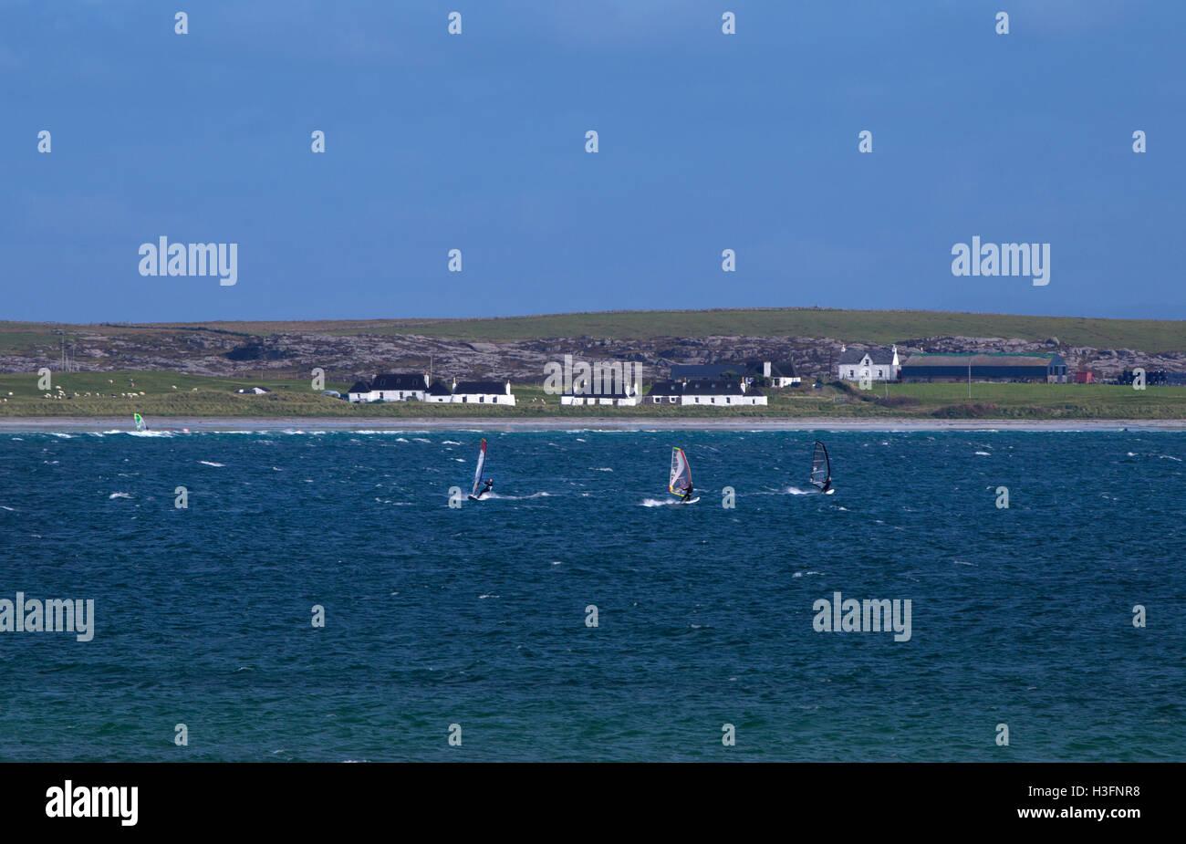 Windsurfers su Gott Bay, Tiree,Ebridi Interne,Argyll and Bute,Scozia Scotland Immagini Stock