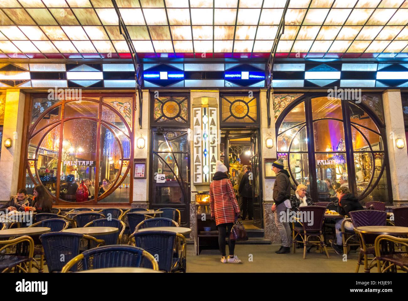 Bruxelles ristorante Le Falstaff cafe bar pub. Famosi pub popolare con interni in stile Liberty. Foto Stock