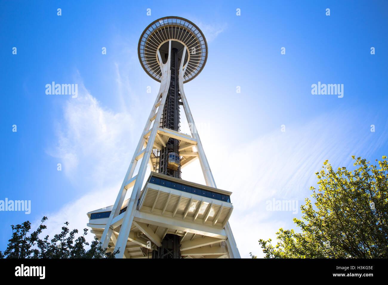 Vista dello spazio ago contro un cielo blu - Seattle, WA - USA Immagini Stock