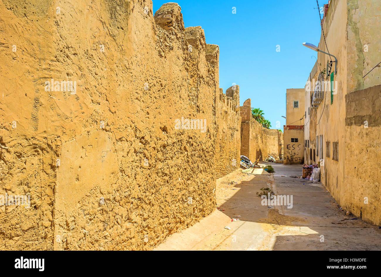 Il vecchio Sfax è la tipica medievale città araba con ben conservate Mura, strade strette e case antiche, Immagini Stock