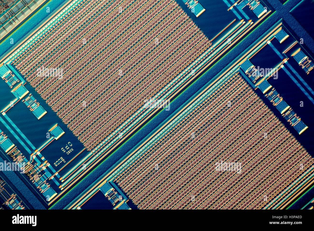 Chip di computer micrografia luce prese con illuminazione