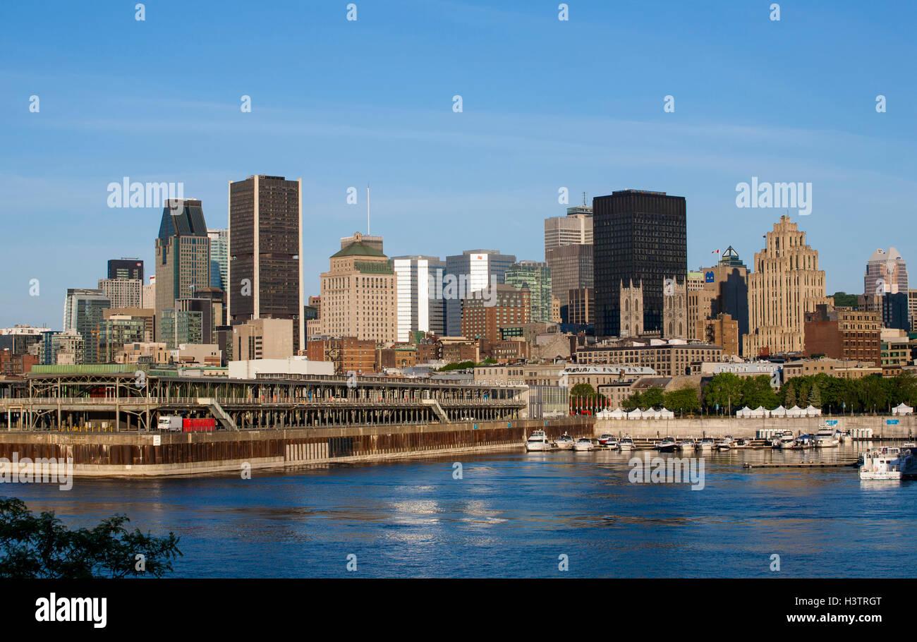 Skyline della città con il fiume Saint-Lawrence, Montreal, Quebec, Canada Immagini Stock