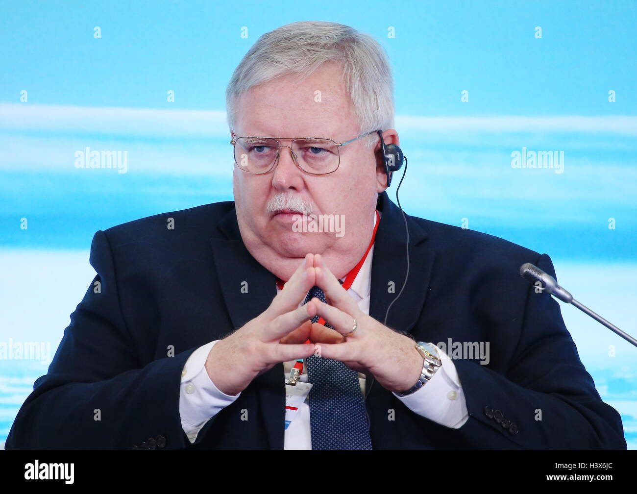 Mosca, Russia. Xiii oct, 2016. Ambasciatore statunitense in Russia Giovanni Teff partecipa a una conferenza intitolata Immagini Stock