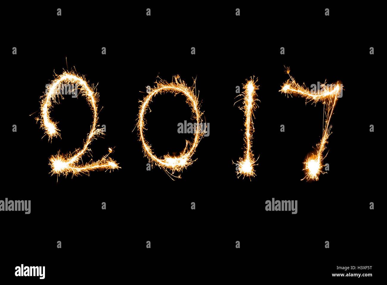 2017 scritto con Sparkle fuochi d' artificio, Nuovo anno 2017 concept. Immagini Stock