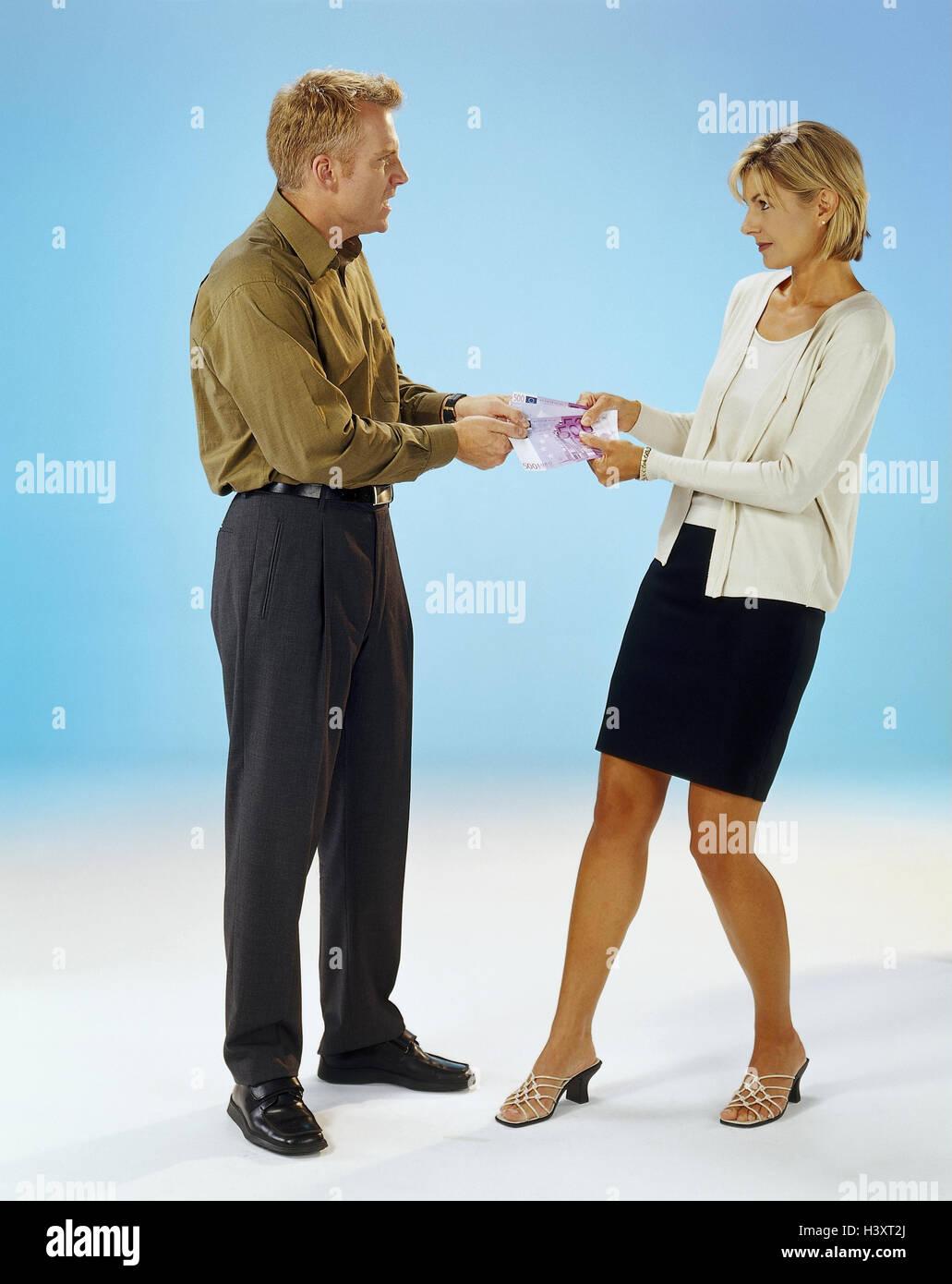 Coppia di sposi e le pulizie denaro, lotta, partenariato, rispetto, giovane, giovani, conflitto, problemi intransigenza, Immagini Stock