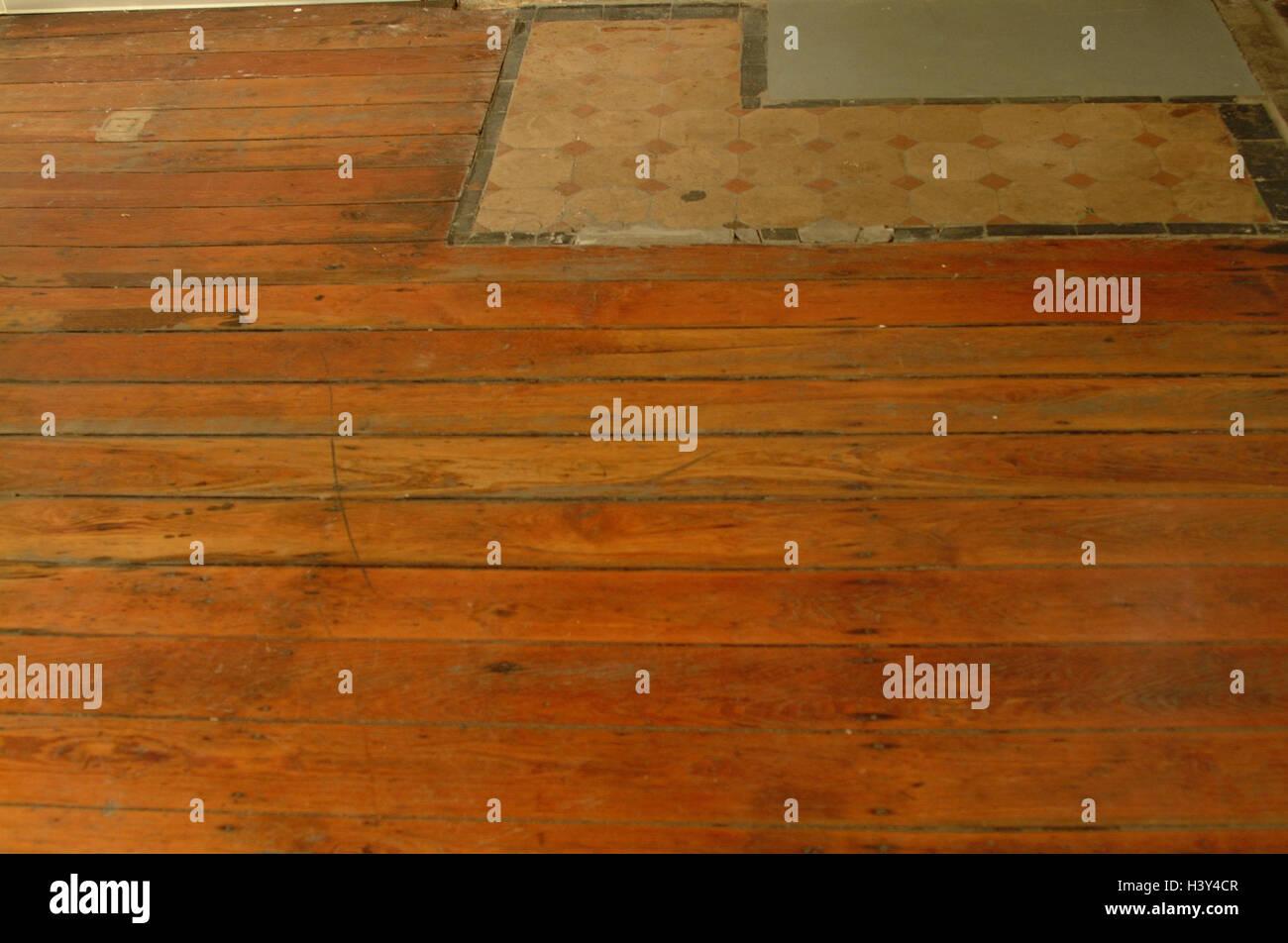 Piastrelle come rivestimento del pavimento nel soggiorno