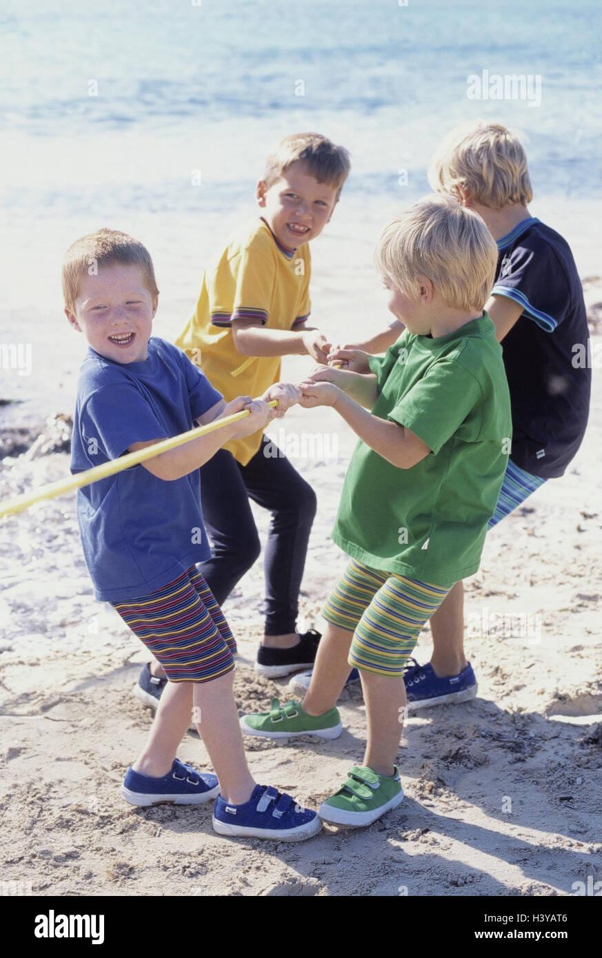 Foto Divertenti Bambini Al Mare spiaggia, boy, play, tirare la guerra, estate, al di fuori