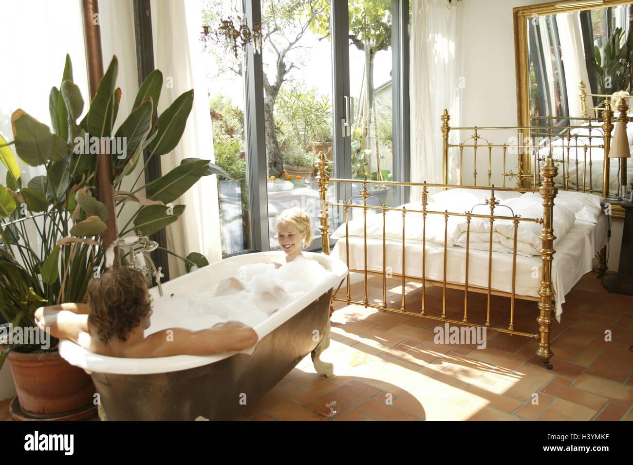 Vasca Da Bagno Nella Camera Da Letto : Spazio soggiorno bagno letto giovane buon bagno anni