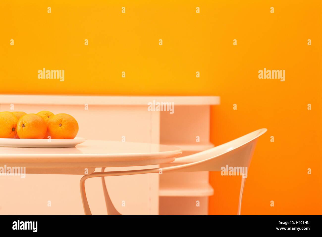 Credenza Camera Da Pranzo : Camera poltrona tavolo arance credenza dettaglio spazio
