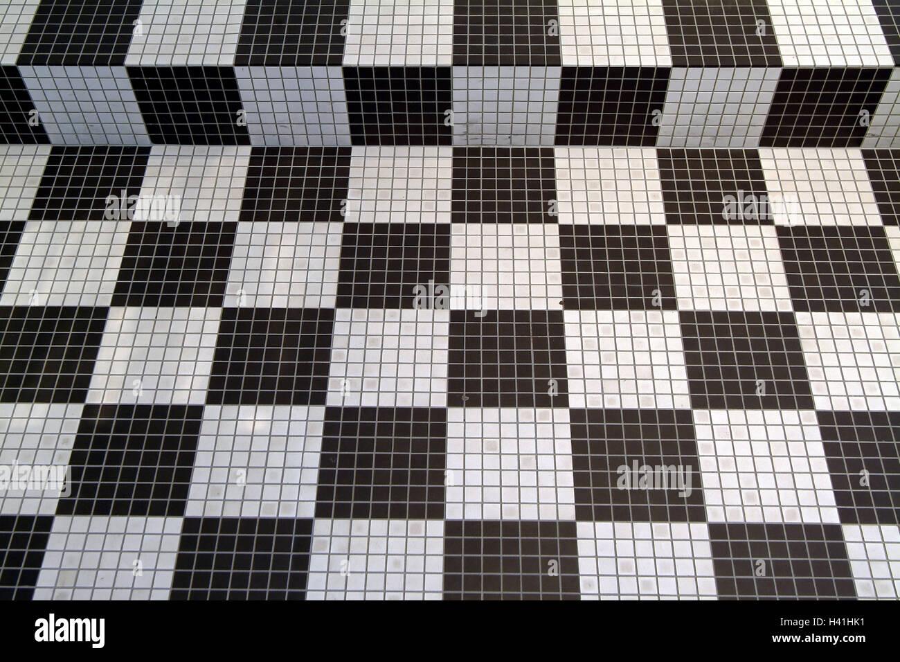 Pavimento piastrellato nero e bianco dettaglio piano scale