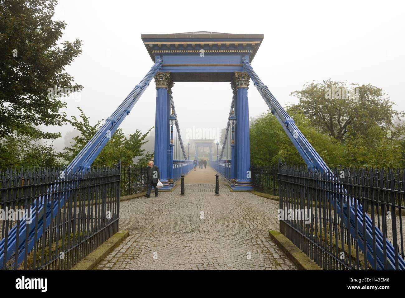 Il St Andrews ponte di sospensione di mattina nebbia situato a Glasgow verde nel centro della città di Glasgow, Foto Stock