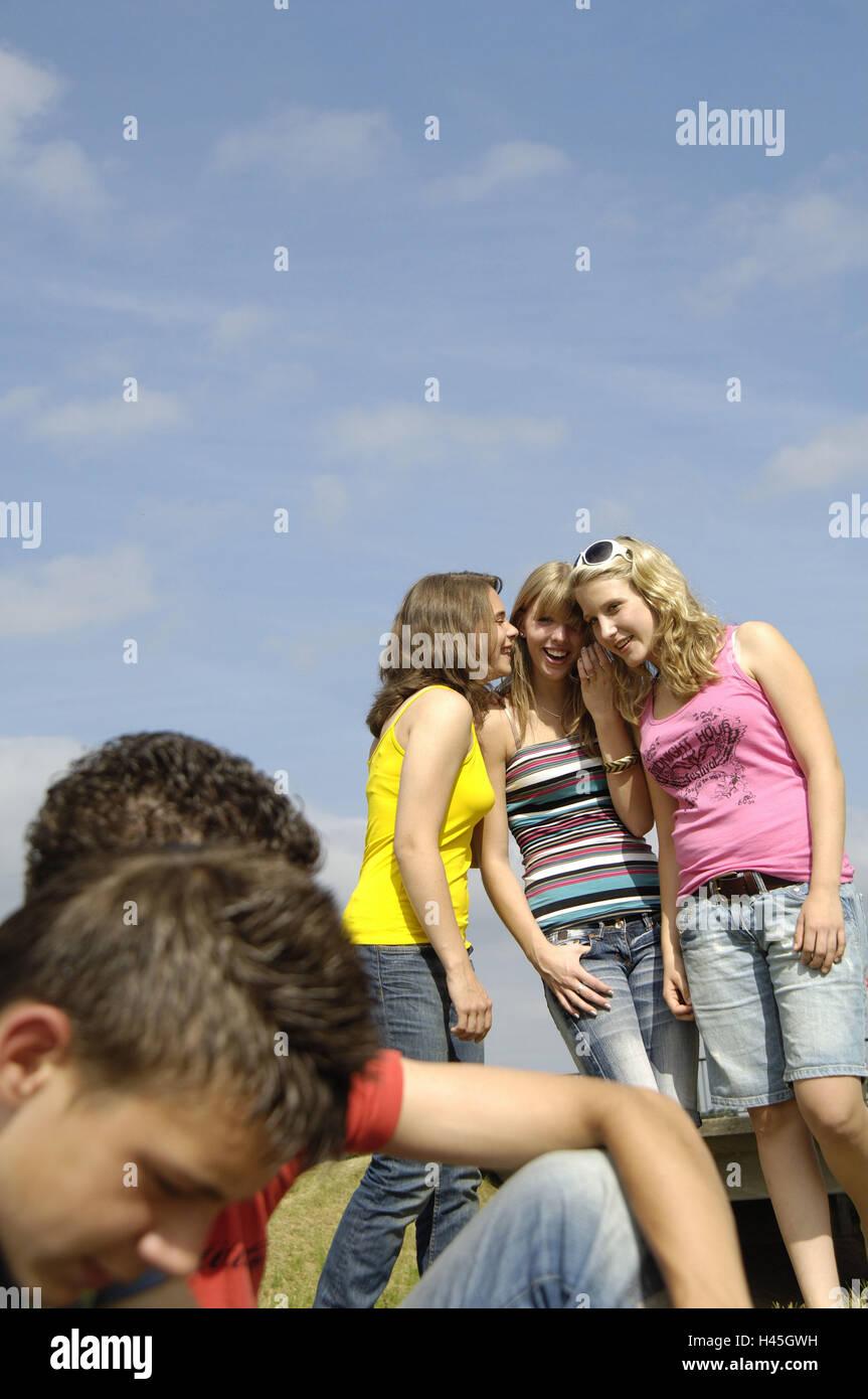 Gli adolescenti, flirt, estate, all'esterno, Immagini Stock