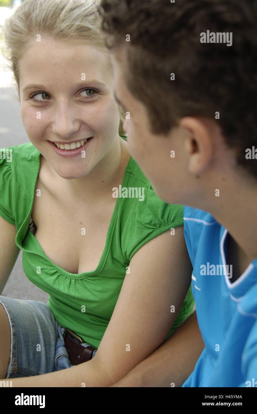 Gli adolescenti, flirt, Immagini Stock