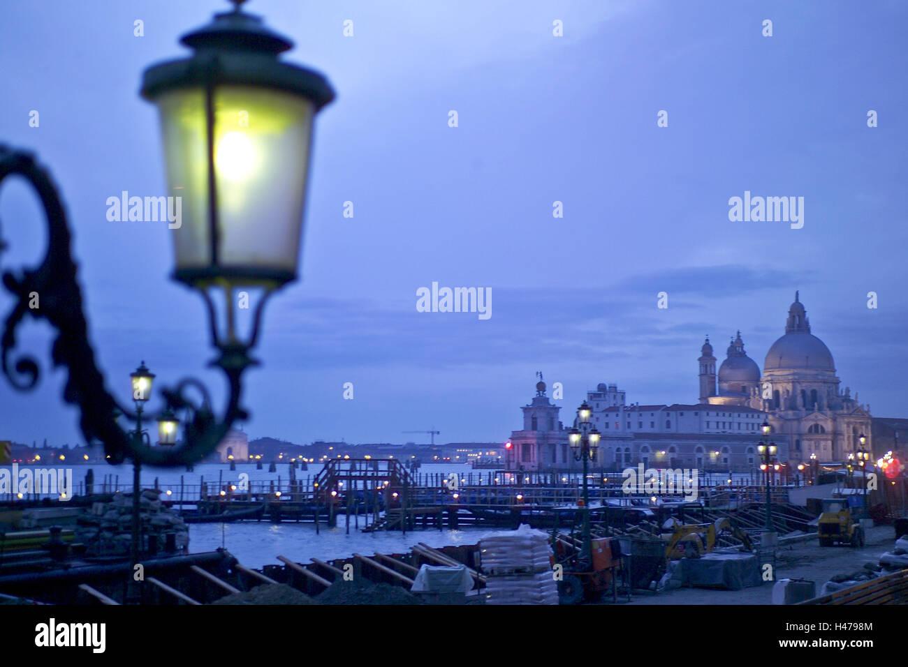 Illuminazione Esterna Lanterna : Litalia venezia markuss cathedral crepuscolo lanterne