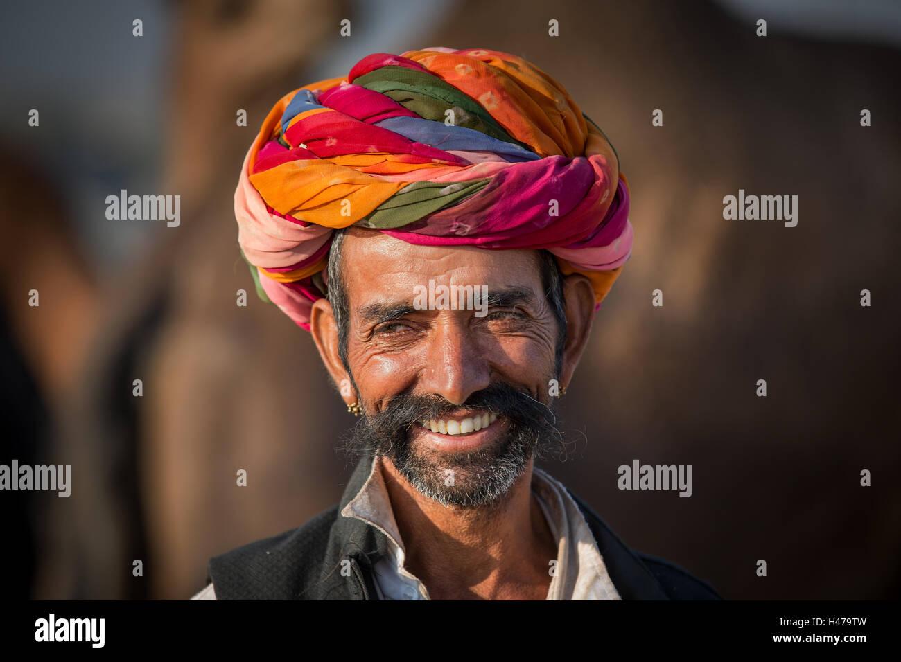 Ritratto di Rajasthani e con un turbante, Pushkar, Rajasthan, India Immagini Stock
