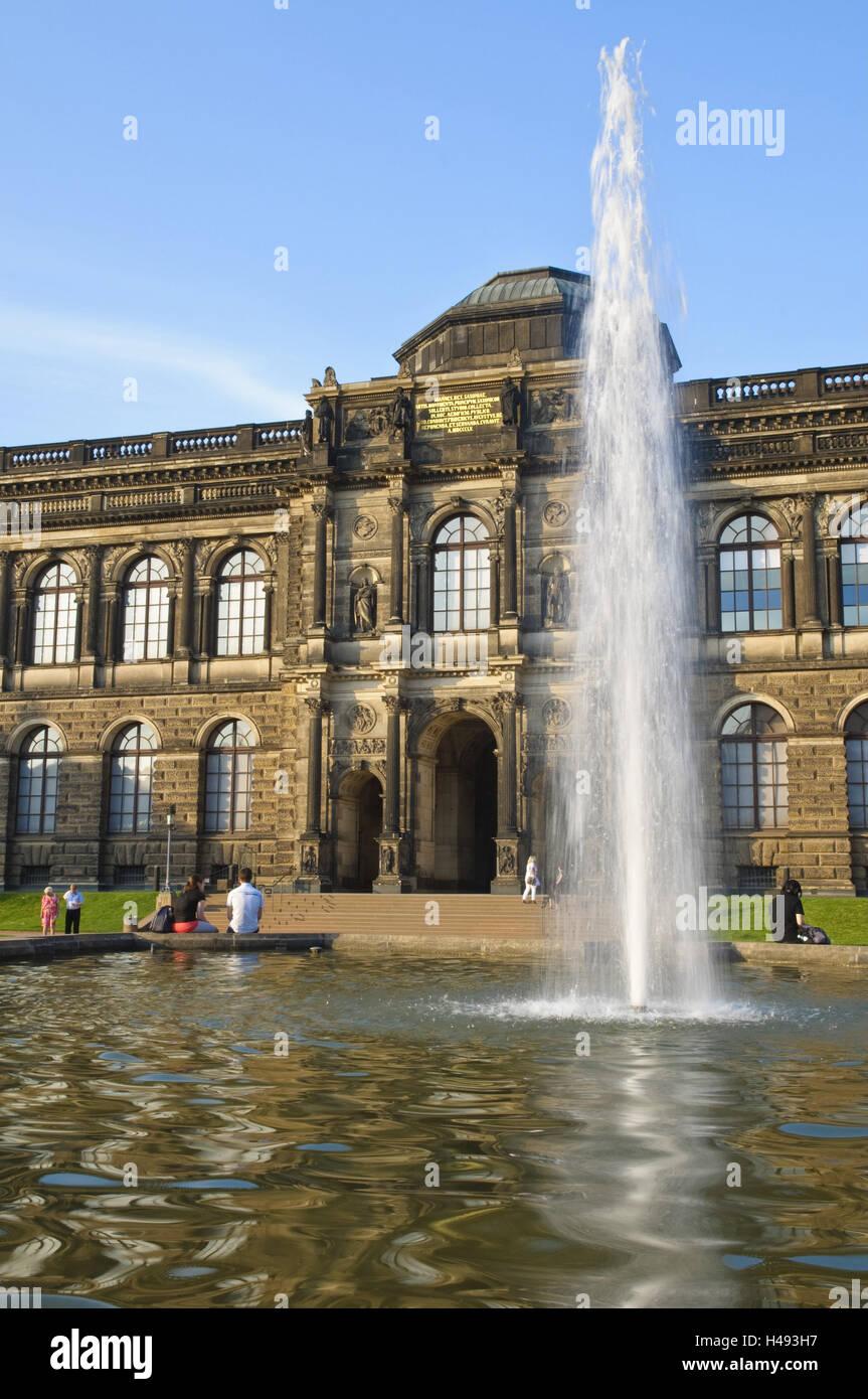 Canile con Sempergalerie, getto d'acqua, Dresda, Sassonia, Germania, Immagini Stock