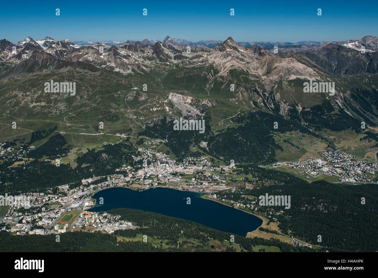 San Moritz, il lago di San Moritz, San Moritz bagnarsi, città di montagna, il resort per la salute, Corviglia, Immagini Stock