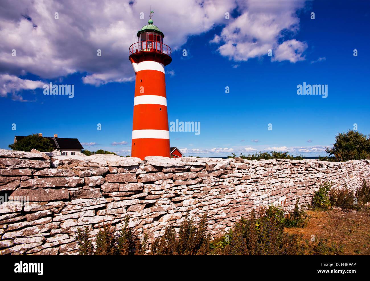 Faro sul promontorio Naersholmen, isola di Gotland, Svezia Immagini Stock