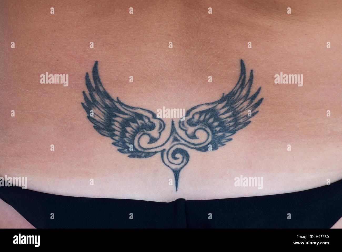 Il Tatuaggio A Forma Di Ali Sul Retro Semplice Tatuaggio Per Un