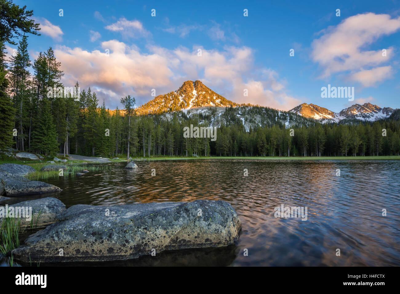 Anthony lago e montagna Gunsight, Elkhorn montagne, Wallowa-Whitman National Forest, Oregon orientale. Immagini Stock