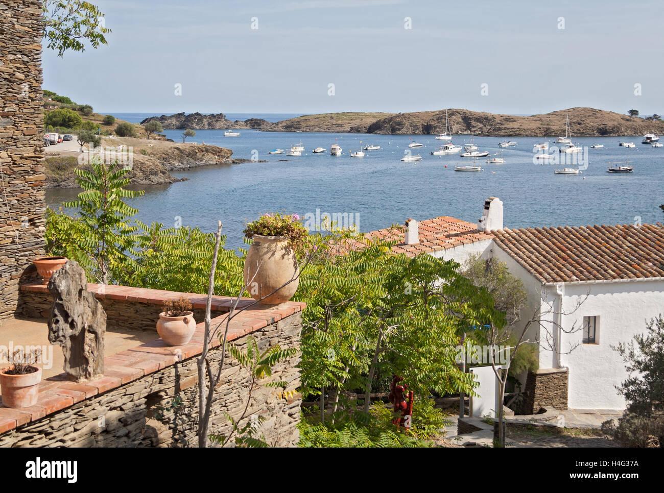 Vista della piccola baia di Port Lligat in Catalogna, Spagna Immagini Stock