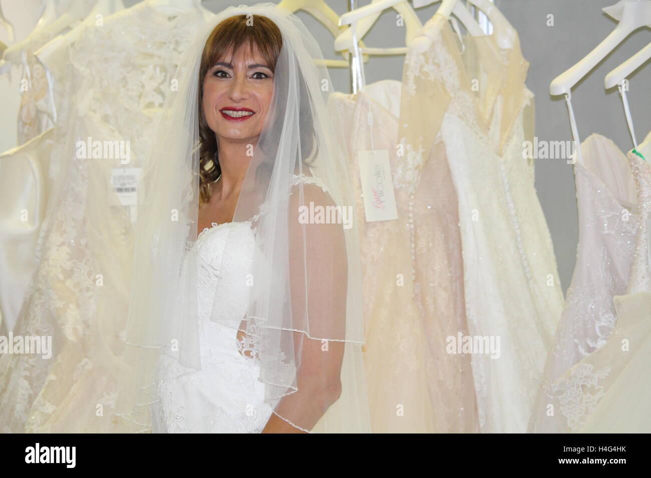 cf8bcd68bea8 Gay Bride Immagini   Gay Bride Fotos Stock - Alamy
