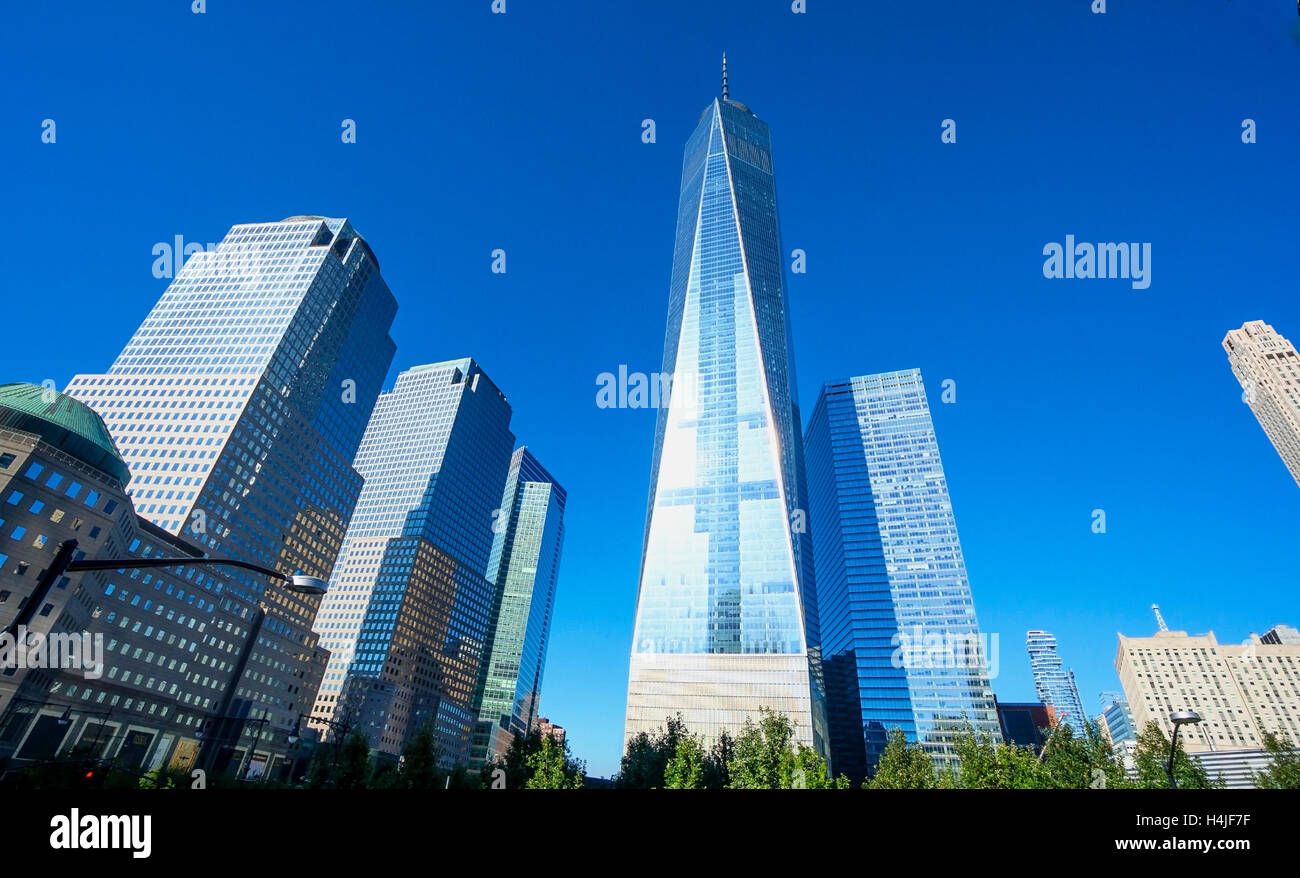 Immagine orizzontale del World Trade Center con la Freedom Tower nel quartiere finanziario di Lower Manhattan a New York City Foto Stock