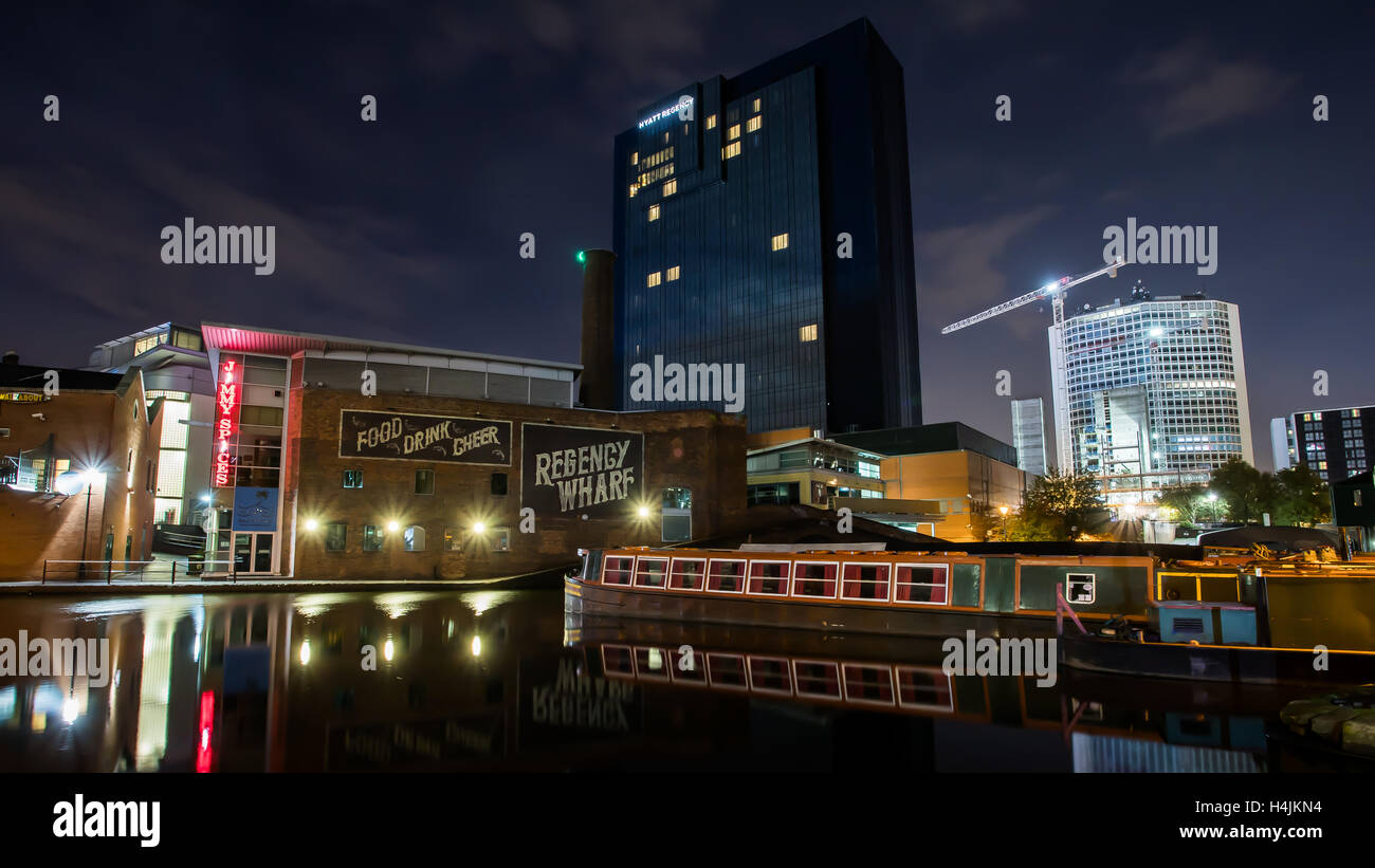 La mattina presto Regency Wharf, Birmingham bacino del canale, UK. Foto Stock