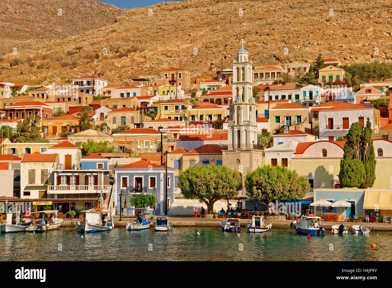Di chalki città sull'isola greca di Chalki situate al largo della costa nord di Rodi nel dodecaneso isola Immagini Stock