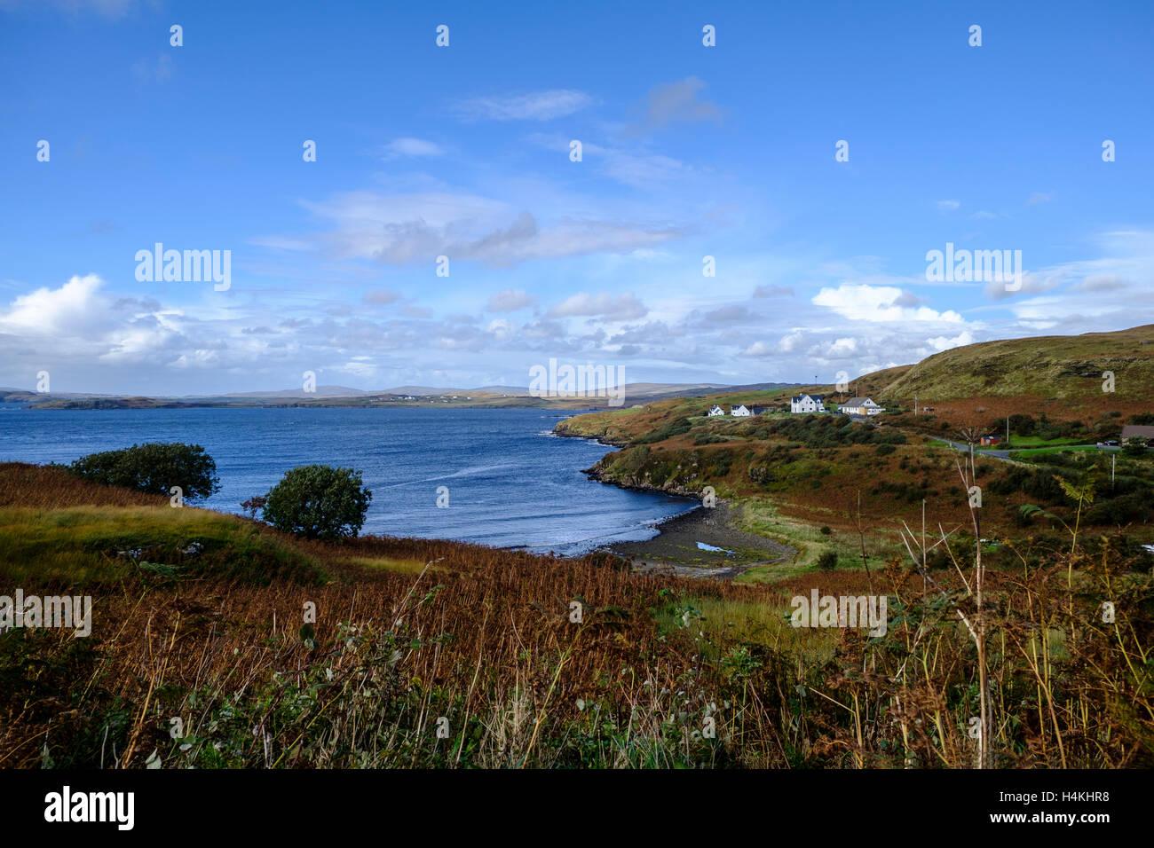 Telecomando bellissimi paesaggi costieri di Fiskavaig Bay sull'Isola di Skye in Scozia Foto Stock