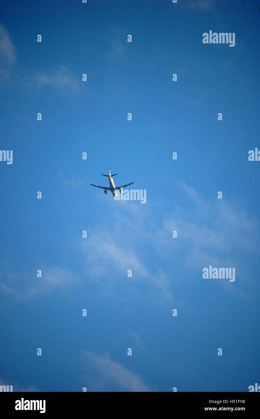 Aereo commerciale in volo Immagini Stock
