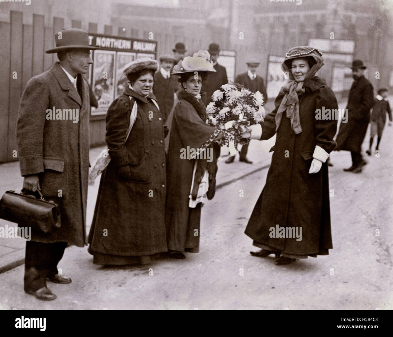 Emmeline Pethick Lawrence, Jennie Baines, Flora Drummond e Federico Pethick Lawrence, c. 1906-1910. Foto Stock