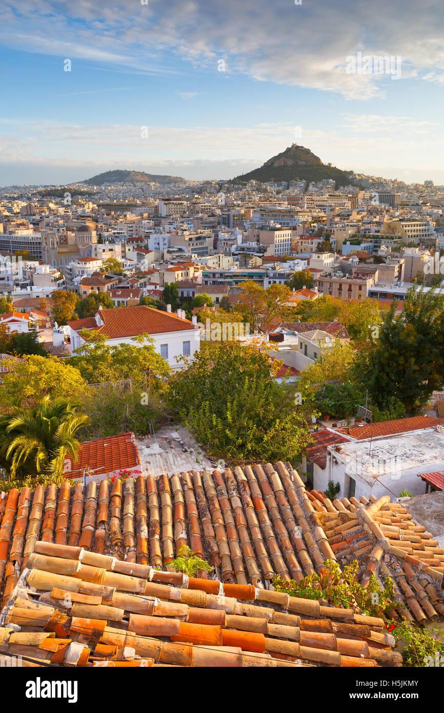 Vista di Atene dominata dal Colle Lycabettus. Immagine presa da Anafiotika nella città vecchia. Immagini Stock