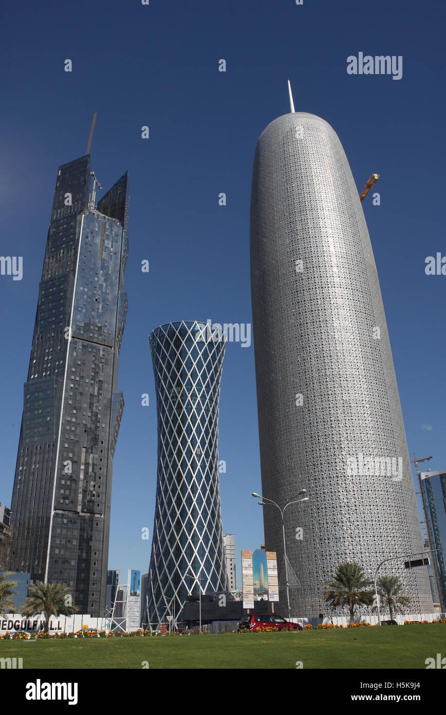 Innovativa architettura moderna, destra grattacielo dell'architetto Jean Nouvel, medio, il 200m e 52 piani QIPCO Immagini Stock