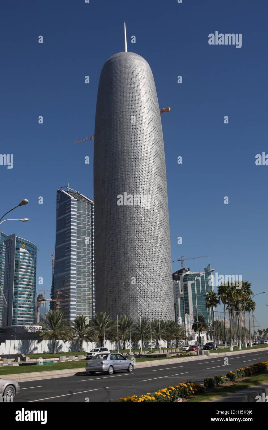 Innovativa architettura moderna, alta luogo sito in costruzione, architetto Jean Nouvel, Doha, Qatar, Medio Oriente Immagini Stock