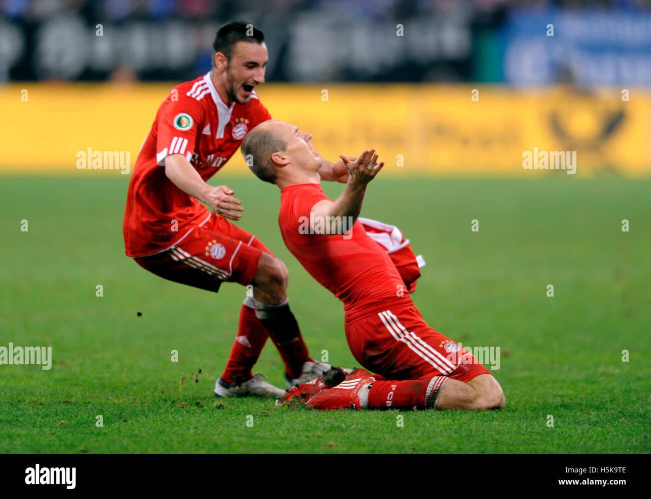 Arjen Robben il tifo dopo il suo obiettivo 0-1, insieme con Diego Contento, DFB tedesco di calcio Federation Cup Immagini Stock