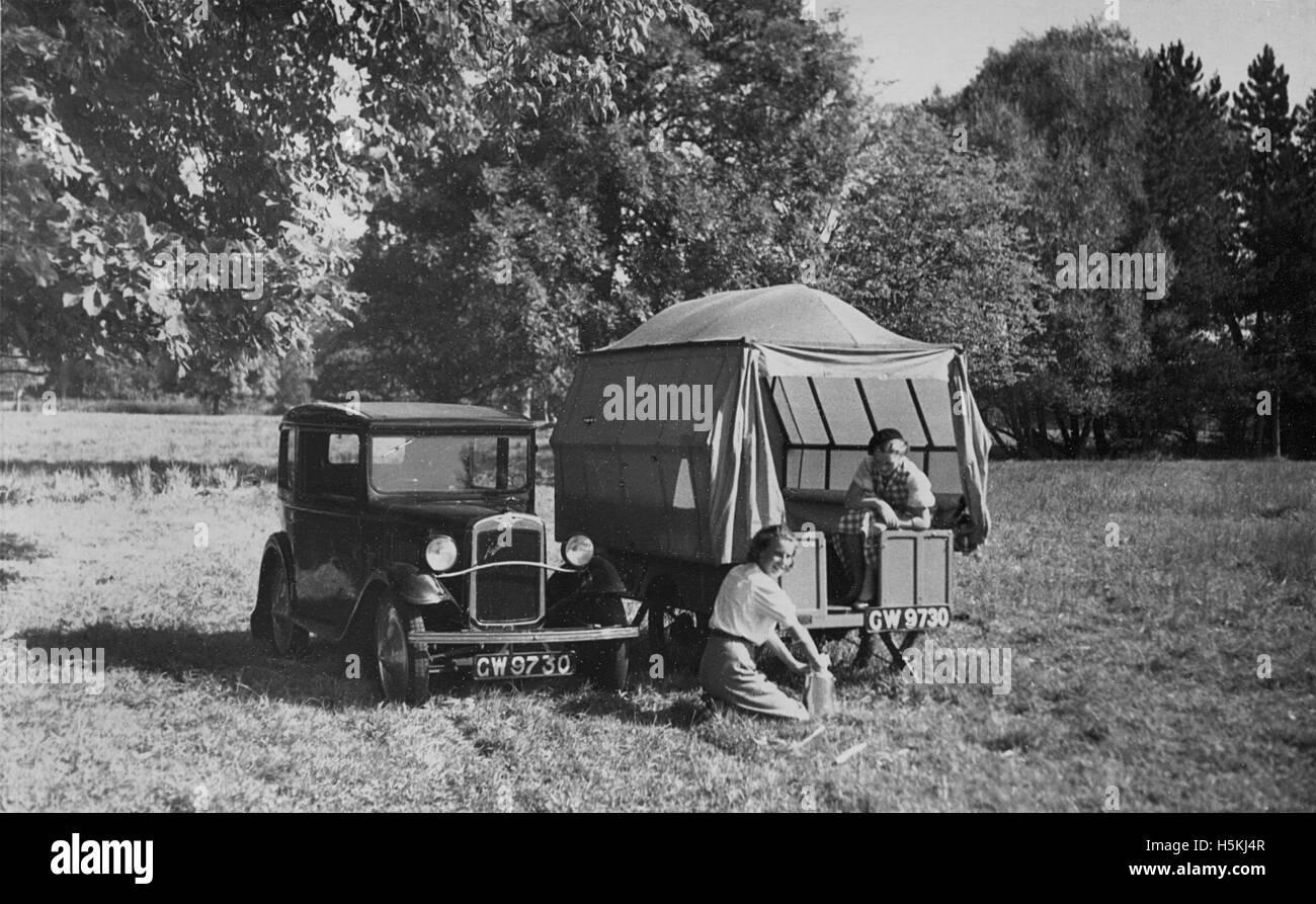 Austin 7 1931 con rimorchio tenda Immagini Stock