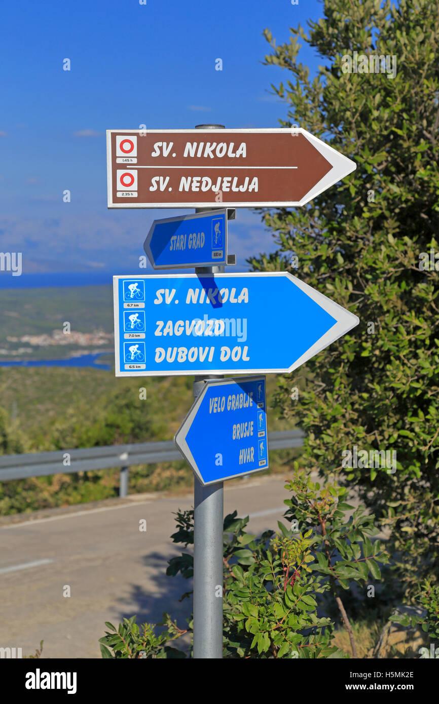 Percorso ciclabile segni, Velo Grablje, Isola di Hvar, Croazia, Dalmazia, costa dalmata, l'Europa. Immagini Stock