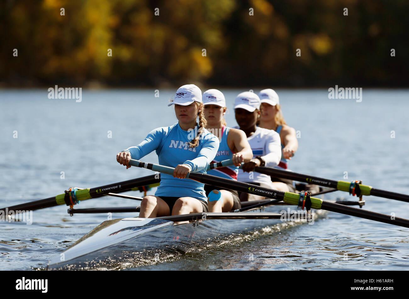 Alta scuola sport di squadra, canottaggio sul fiume Connecticut, Gill, Massachusetts Immagini Stock