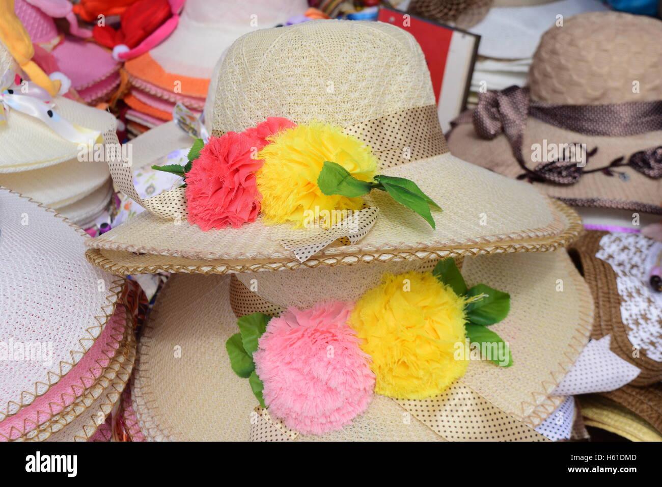Bella corona circolare il cappello di paglia con fiori e nastro di vendite  in Goa in b37b139b6d08