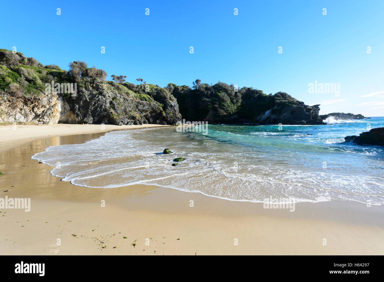 L'estremità nord della spiaggia per il surf, Narooma, Nuovo Galles del Sud, NSW, Australia Immagini Stock