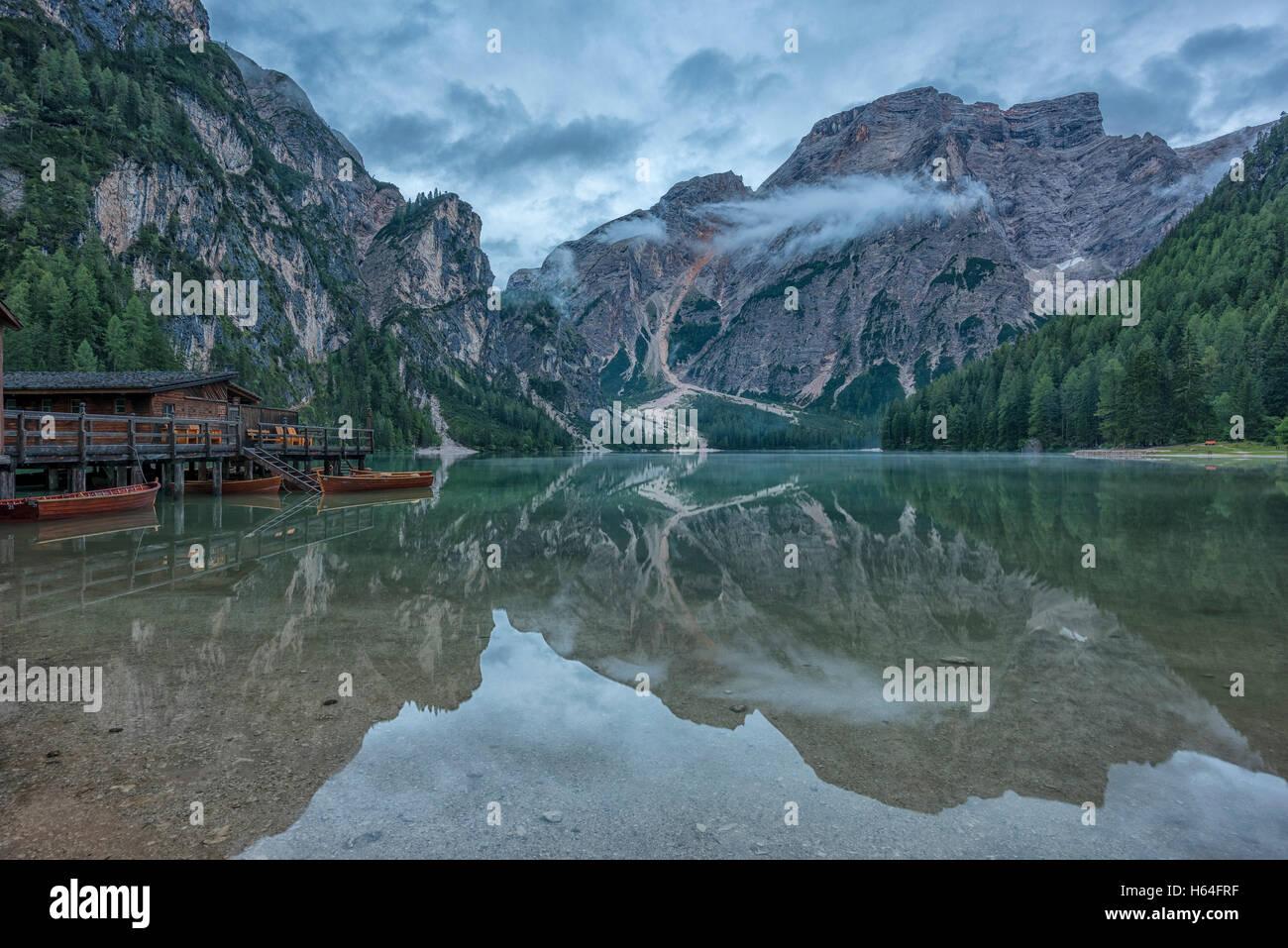 l 39 italia alto adige dolomiti cabina di legno sul lago