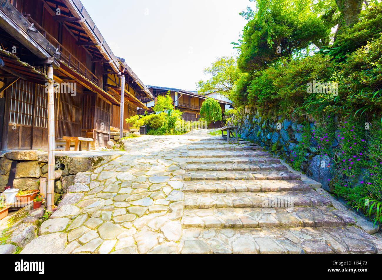 In Stile Giapponese Tradizionale Case Di Legno Su Una Pietra