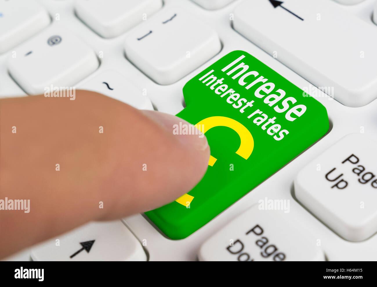 Aumentare i tassi di interesse concetto pulsante. Immagini Stock