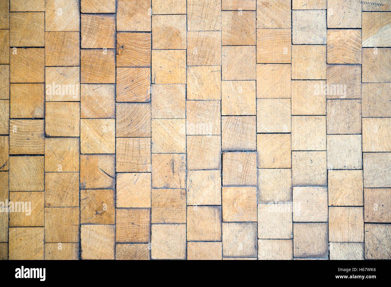 Alterò il pavimento di legno di sfondo con pattern di piastrelle