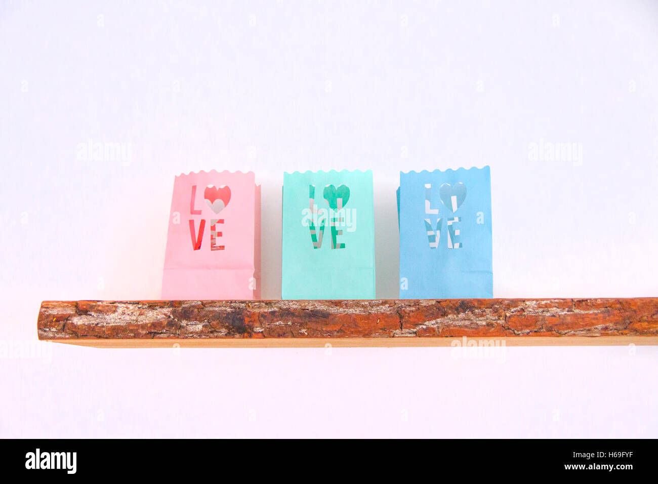 Mensole In Legno Colorate.Lumicino Sacchetti Amore Cuore In Legno Colorato Parete Della